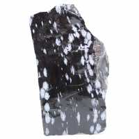 Groot besneeuwd obsidiaanblok