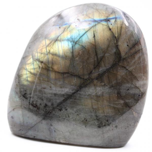 Labradoriet steen met gele reflecties
