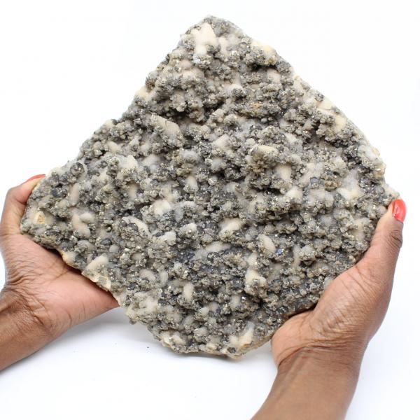 Grote kwartsplaat met kristallen van pyriet en sfaleriet (blende)